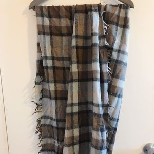 Wilfred blanket scarf from Aritzia